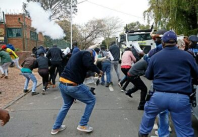 Zimbabwean protesters and South Africans police clash at Zimbabwe embassy in Pretoria