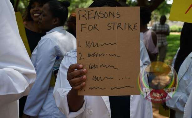 Zimbabwe nurses end three-month strike over pay