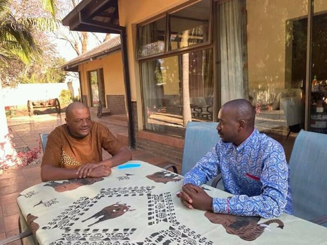 [PICTURES] Chamisa pays Hopewell Chin'ono a visit at his home