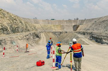 Zimbabwe's Russian-Backed Platinum Venture Sells Stake to Fossil Mines Ltd.